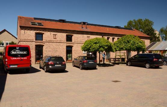 Bürogebäude des Flughafenparkplatzes Mein Parken in der Nähe des BER