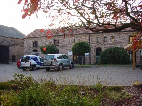 Der ehemalige Stall, nun ein modernes Bürogebäude des Familienunternehmens Mein Parken in Berlin