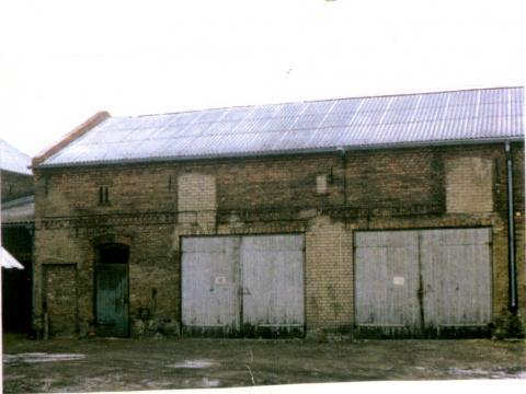 Das heutige Bürogebäude des Familienbetriebes Mein Parken um 1970 als LPG Garage