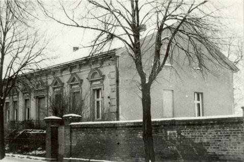 Das Wohnhaus des Familienbetriebes Mein Parken um 1950.
